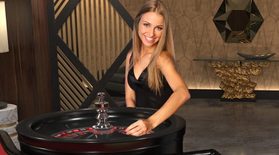 Blonde Live Dealer Roulette